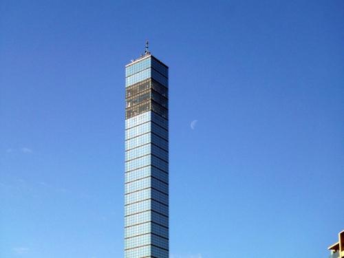 千葉ポートタワーと半月